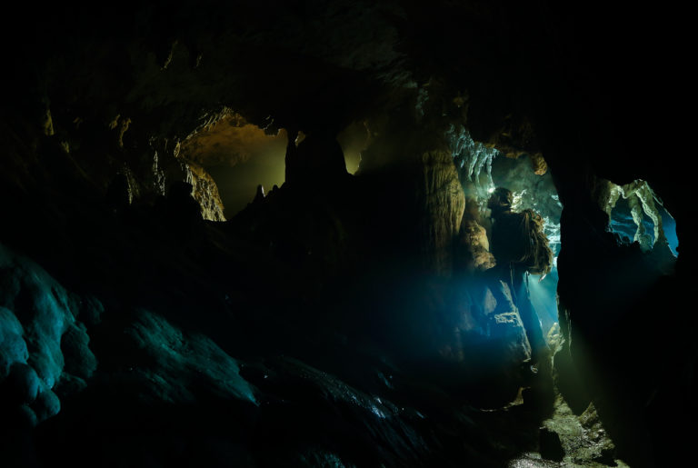 flavio_oliva_caves_cinematography_10