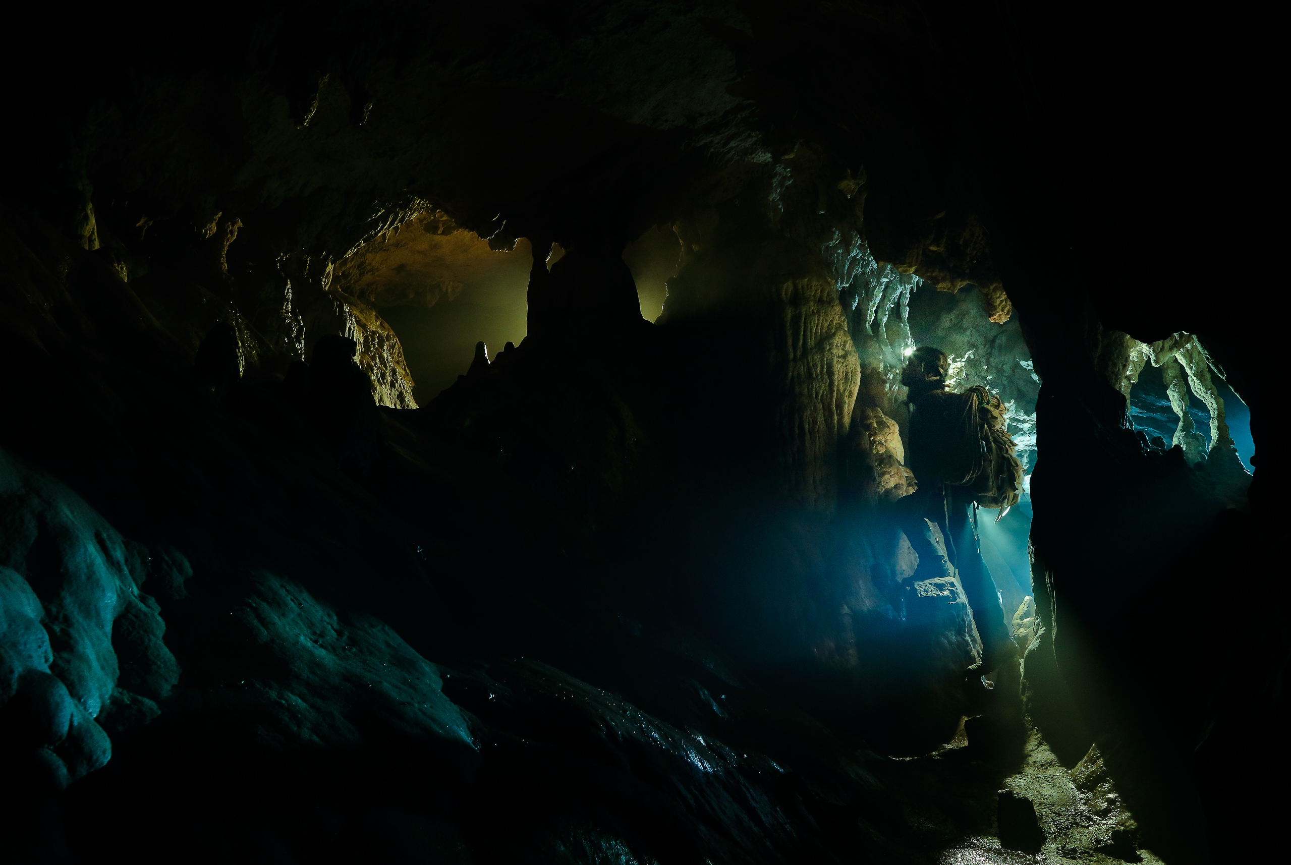 flavio_oliva_caves_cinematography_10